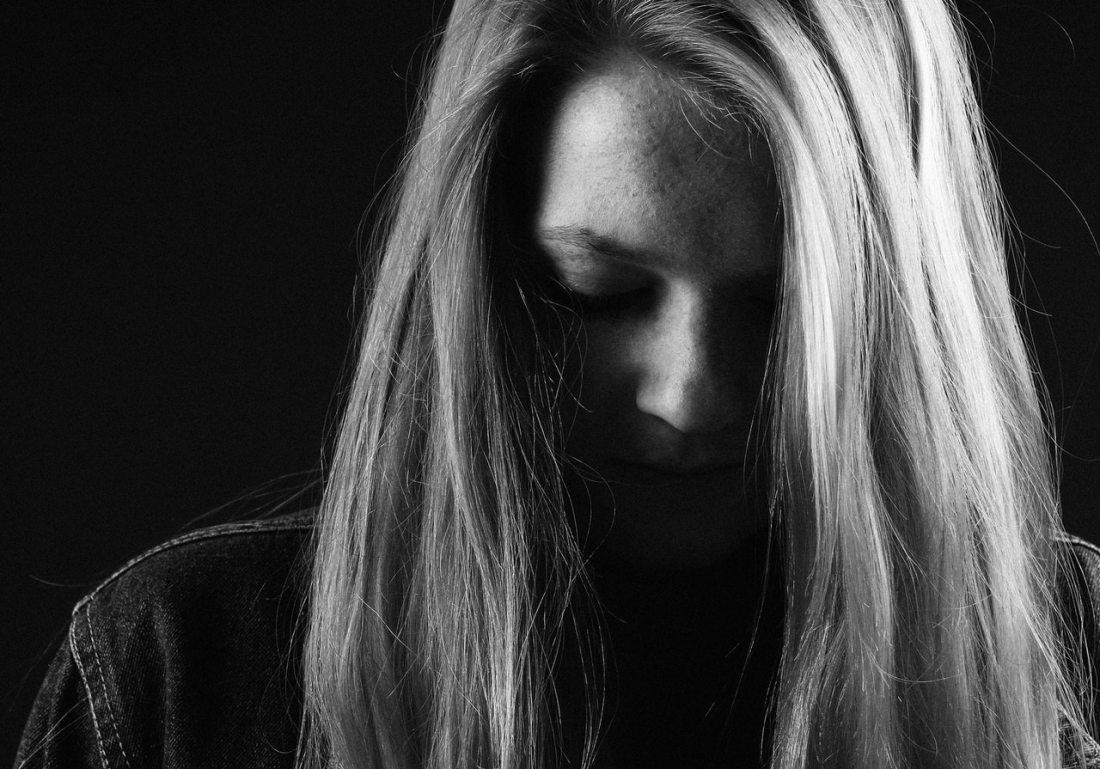 girl-sadness-dark-46508