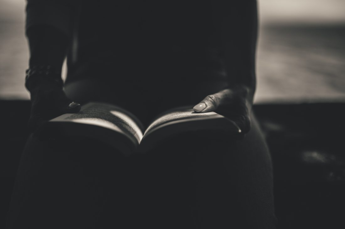 black-and-white-book-dark-34084